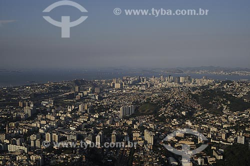 Assunto: Vista aérea de parte da Zona Norte do Rio com Baía de Guanabara ao fundo / Local: Rio de Janeiro - RJ - Brasil / Data: Novembro de 2008
