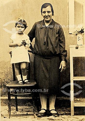 Imigrantes portugueses - D. Alexandrina Pires da Eira , vinda da vila de Oiã em Portugal e sua filha Regina. Rio de Janeiro. Data: 1930