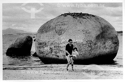 Assunto: Pai e filha em praia de Paquetá (Rogério e Liza)Local: Ilha de Paquetá - RJData: 1998