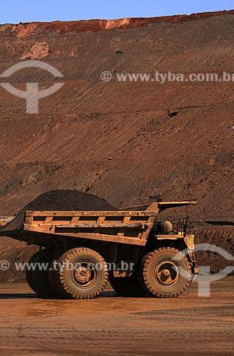 Assunto: Caminhão transportando minério de ferro na Mina da Fábrica Nova - Complexo de Mariana / Local: Minas Gerais (MG) - Brasil / Data: 20/04/2009
