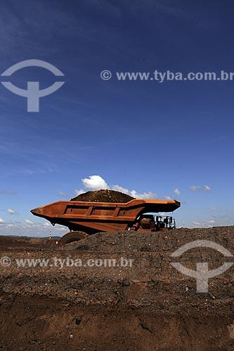Assunto: Caminhão na Mina Brucutu da Companhia Vale, uma das maiores reservas do Quadrilátero Ferrífero / Local: São Gonçalo do Rio Abaixo - Minas Gerais (MG) - Brasil / Data: 23/04/2009