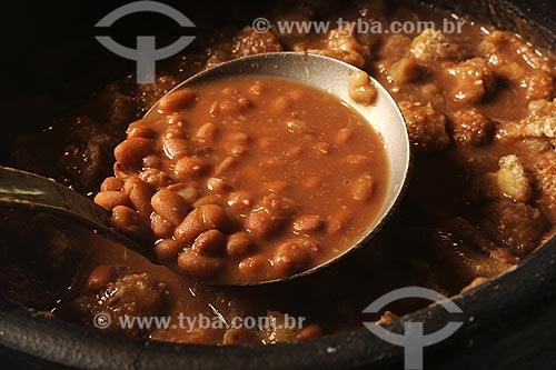 Assunto: Culinária mineira tradicional -  feijão com torresmo / Local: Itabira - Minas Gerais - Brasil / Data: 25/04/2009