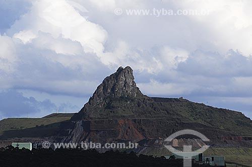 Assunto: Pico do Itabirito, altitude de 1.586 m, é originado de um monolito de hematita compacta, com alto teor de ferro. É Patrimônio Natural Estadual desde 21/09/1989.  / Local: Itabirito - Minas Gerais (MG) - Brasil / Data: 16-04-2009