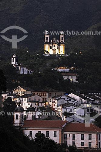 Assunto: Casario com Igreja São Francisco de Paula ao fundo / Local: Ouro Preto - Minas Gerais (MG) - Brasil / Data: 18/04/2009