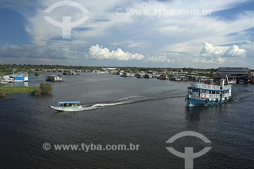 Assunto: Barco no rio Negro em frente à Cacau Pirêra, município de Manacapuru, em frente à Manaus / Local: Rio Negro - Amazonas (AM) - Brasil / Data: Julho 2007