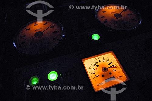 Assunto: Instrumentos de navegação do navio Ary Rongel / Local: Mar de Drake - Hemisfério Sul / Data: 11/2008