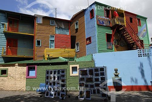 Rua Museu Caminito - Museu de portas abertas no bairro portuário de La Boca - Conhecido por suas casas de madeira e zinco multicoloridas e grande concentração de artistas no local  - Buenos Aires - Argentina