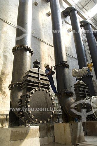 Assunto: Operário realizando manutenção de equipamentos / Local: / Data: 2008