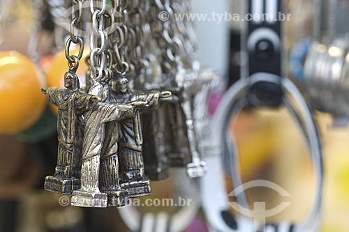 Detalhe de Suvenires do Cristo Redentor no Centro Luís Gonzaga de Tradições Nordestinas, também conhecido como Feira de São Cristóvão, ou Feira dos Paraíbas  - Rio de Janeiro - Rio de Janeiro - Brasil