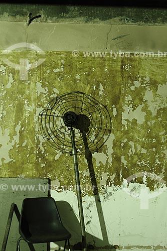 Detalhes dos escombros do interior do prédio da Av. Brasil 500, sede do Jornal do Brasil por 29 anos, durante as obras para transformá-lo no HTO -  Hospital  de Traumato Ortopedia  - Rio de Janeiro - Rio de Janeiro - Brasil