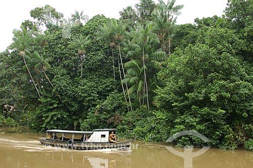 Assunto: Barco no Rio Combu - Várzea da Ilha de Combu / Local: Em frente à Belém - Pará - Brasil / Data: Fevereiro de 2006