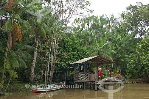 Assunto: Casa de Palafita na beira do Rio Combu - Várzea da Ilha de Combu / Local: Em frente à Belém - Pará - Brasil / Data: Fevereiro de 2006
