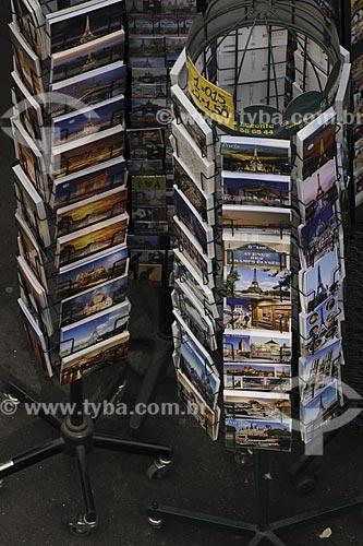 Assunto: Display de cartões postais / Local: Paris - França / Data: Maio 2009