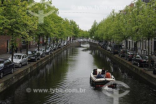 Assunto: Turistas passeando de barco pelos canais de Delft / Local: Delft - Holanda / Data: Maio 2009
