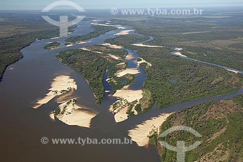 Assunto: Vista aérea do rio Araguaia, na época da seca, quando aparecem as praias, na região do Cerrado / Local: perto de Luciara e São Félix do Araguaia - na divisa de Mato Grosso (MT) e Tocantins (TO) - Brasil / Data: Junho de 2006