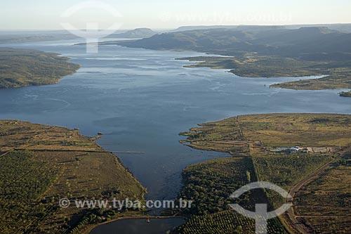 Assunto: Represa da UHE (Usina Hidrelétrica) Lajeado, no rio Tocantins - montante do dique (barragem) / Local: Tocantins (TO) - Brasil / Data: Junho de 2006