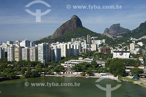 Assunto: Lagoa Rodrigo de Freitas e o Clube de Regatas Flamengo com a pedra da gávea ao fundo / Local: Rio de Janeiro - RJ - Brasil / Data: Dezembro de 2006