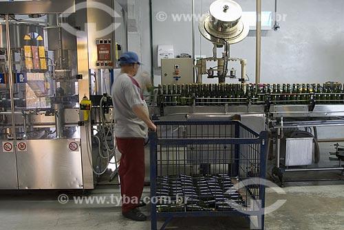 Assunto: Envase de espumante - Indústria Vinícola - Vale dos Vinhedos / Local: Bento Gonçalves - Rio Grande do Sul - Brasil / Data: 02/2008