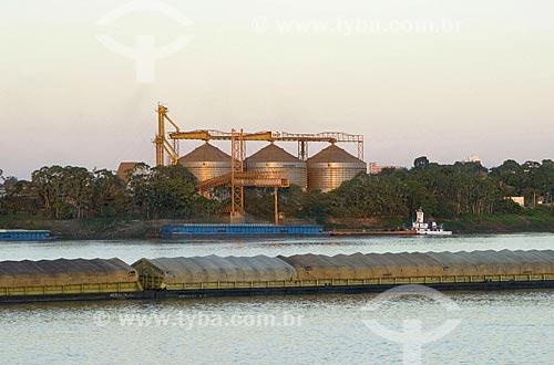 Asunto: Chatas sendo carregadas de soja no terminal de Porto Velho / Local: Porto Velho - Rondônia - Brasil / Data: 06/2008