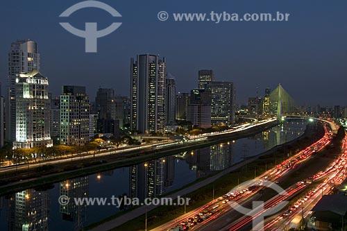 Asunto: Ponte estaiada Octavio Frias de Oliveira e Avenida Nações Unidas / Local: São Paulo - SP - Brasil / Data: 07/2008