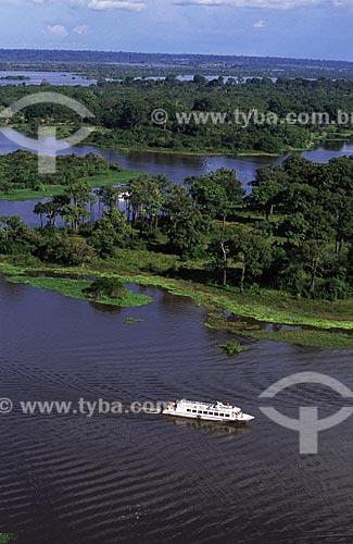Assunto: Barco turístico entre os lagos da ilha Tupinambarana / Local: Parintins - Amazonas (AM) - Brasil / Data: Março de 2009