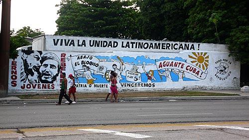 Assunto: Pintura na rua de Havana onde está escrito