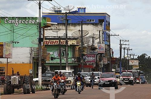 Assunto: Transito na Av. Dionisio Bentes / Local: Quatro Bocas, Tomé-Açu - Pará - Brasil / Data: 01-04-2009