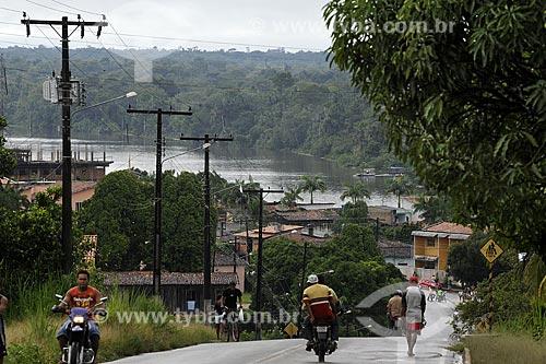 Assunto: Pessoas na Rua Wellington Fonseca com Rio Acara ao fundo / Local: Acará - Pará - Brasil / Data: 02-04-2009