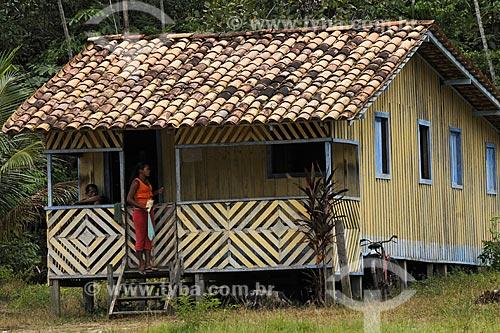 Assunto: Casa de madeira no territorio quilombola de Santa Maria do Traquateua/ Local: Moju - Pará - Brasil / Data: 02-04-2009