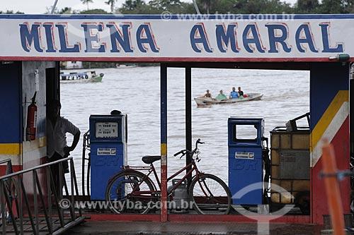 Assunto: Posto de combustivel flutuante no Rio Maratauira  / Local: Abaetetuba - Pará - Brasil / Data: 04-04-2009