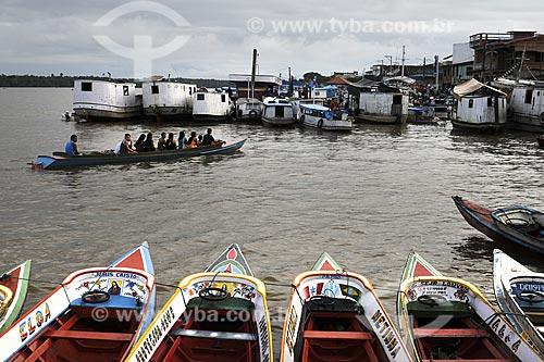 Assunto: Barcos usados para transporte de passageiros e comércio da Feira de Abaetetuba as margens do Rio Maratauira / Local: Abaetetuba - Pará - Brasil / Data: 04-04-2009