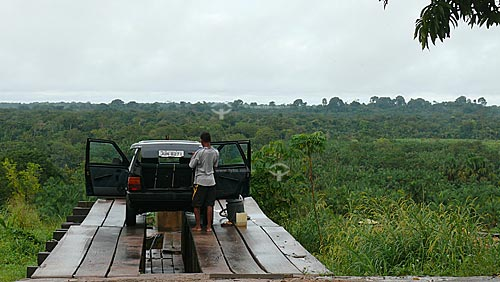 Assunto: Lava carros com floresta amazonica ao fundo/ Local: Acará - Pará - Brasil / Data: 02-04-2009