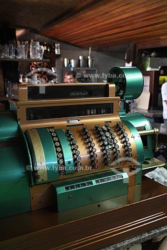 Assunto: Caixa registradora antiga usada em um restaurante / Local: Itaguaí - RJ - Brasil / Data: Maio de 2009