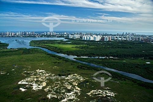 Assunto: Vista aérea Lagoa da Tijuca com a Barra da Tijuca ao fundo / Local: Rio de Janeiro - RJ - Brasil / Data: Outubro de 2009