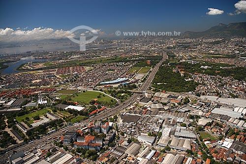Assunto: Vista aérea de Manguinhos, com a Avenida Brasil e a Fundação Oswaldo Cruz em quadro / Local: Manguinhos - Rio de Janeiro - RJ - Brasil / Data: Março de 2005