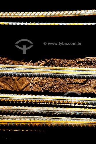 Assunto: Barras de ferro lineares  / Local: Antigo Colégio Anglo-Americano, Botafogo - RJ  / Data:  Dezembro de 2007