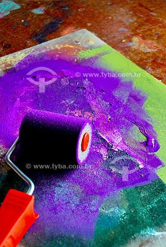 Assunto: Aula de pintura com molde e rolinho  / Local: Ateliê da artista plástica Leila B. em Charitas, Niterói - RJ  / Data: Outubro de 2009