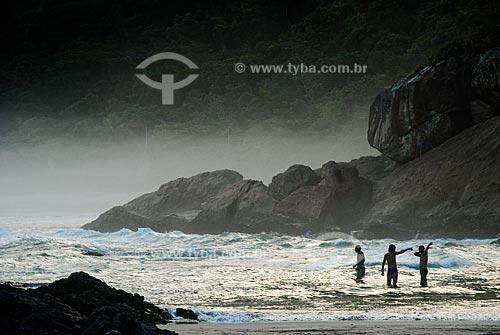 Assunto: Névoa densa na Praia do Meio  / Local: Vila de Trindade, Paraty - RJ  / Data: Fevereiro de 2008