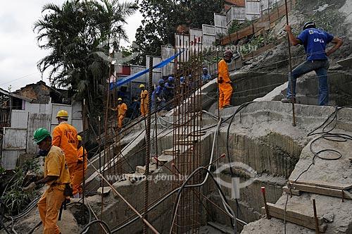 Assunto: Operários trabalhando nas obras do futuro reservatório de água do Complexo Pavão Pavãozinho Cantagalo / Local: Rio de Janeiro / Data: outubro 2009
