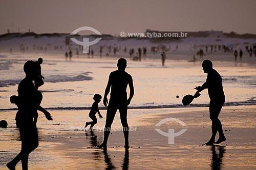 Assunto: Banhistas na Praia do Forte /Local: Cabo Frio - Região dos Lagos - Costa do Sol - Rio de Janeiro / Data: 11-2009
