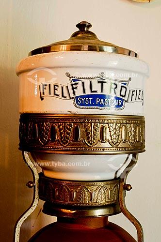 Assunto: Filtro de água de barro com detalhe de porcelana na Fazenda Taquara / Local: Barra do Piraí - Vale do Paraíba - Rio de Janeiro - RJ / Data: 11-2009