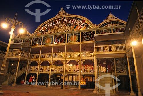 Assunto: Teatro José de Alencar com iluminação noturna  / Local:  Fortaleza - Ceará  / Data: 2003