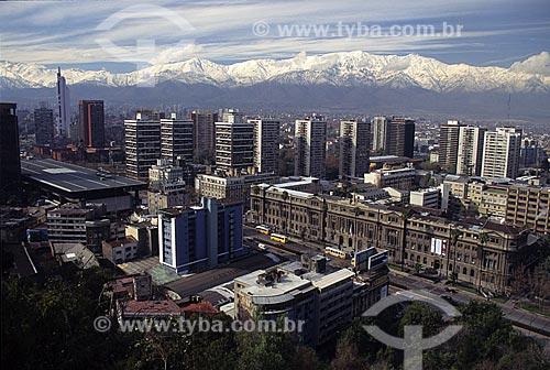 Assunto: Vista de Santiago com a Cordilheira dos Andes ao fundo / Local: Chile