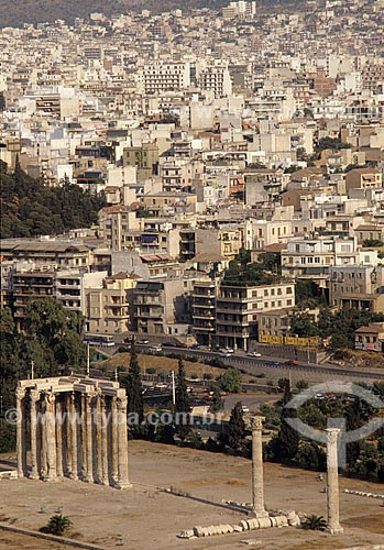 Assunto: Ruinas do Templo de Zeus Olímpico, também conhecido como Olympeion, na cidade de Atenas / Local: Atenas - Grécia / Data: 1980