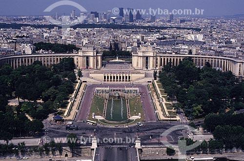 Assunto: Museu do Homem (Musée de l`Homme) visto da Torre Eiffel, com o bairro moderno La Défense ao fundo  / Local: Paris - França