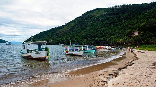 Assunto: Barcos de pesca na praia de Paraty-Mirim  / Local:  Parque Ecológico de Paraty-Mirim - Costa Verde - Mata Atlântica - Rio de Janeiro  / Data: Janeiro de 2010