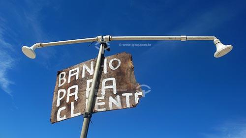 Assunto: Chuveiro de água doce na praia de copacabana  / Local:  Copacabana - Rio de Janeiro (RJ) - Brasil  / Data: Dezembro de 2009