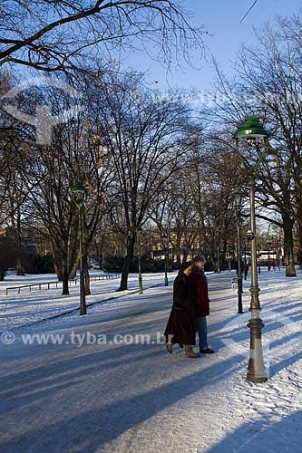 Assunto: Casal caminhando no Tiergarten  / Local:  Berlim - Alemanha  / Data: 11/01/2009