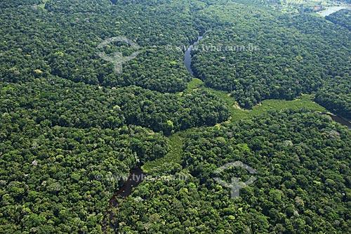 Assunto: Lagos de água preta, na várzea do rio Madeirinha, que corre papalelo ao rio Madeira  / Local:  Amazonas (AM) - Brasil  / Data: 11/2007