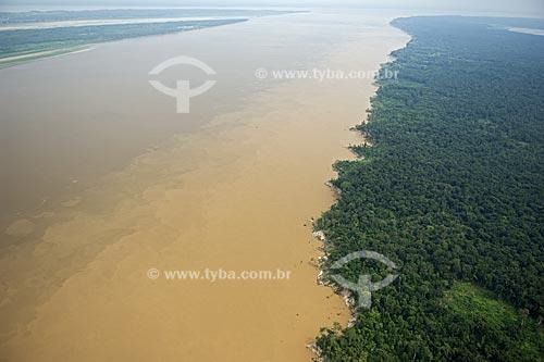 Assunto: Encontro dos rios Madeira e Amazonas, a leste de Itacoatiara, na margem direita do rio Amazonas  / Local:  Amazonas (AM) - Brasil  / Data: Novembro de 2007
